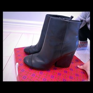 Tory Burch black leather boot 🖤size 7.5 LIKE NEW